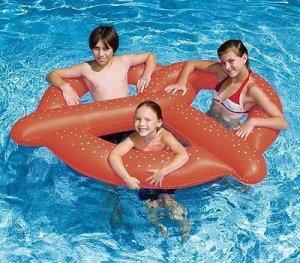 giant-pretzel-pool-float-3