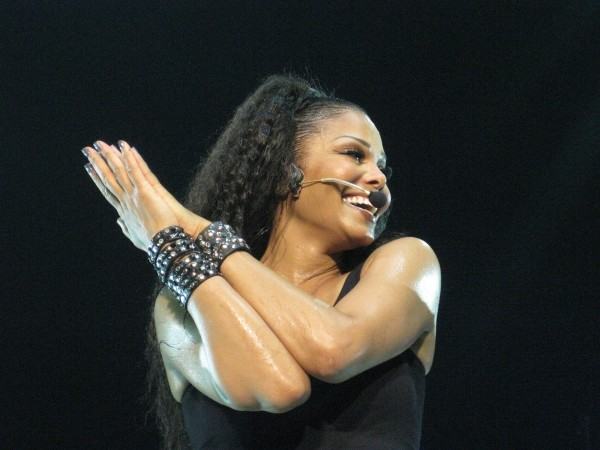 Janet_Jackson_-_Number_Ones_Tour_in_England