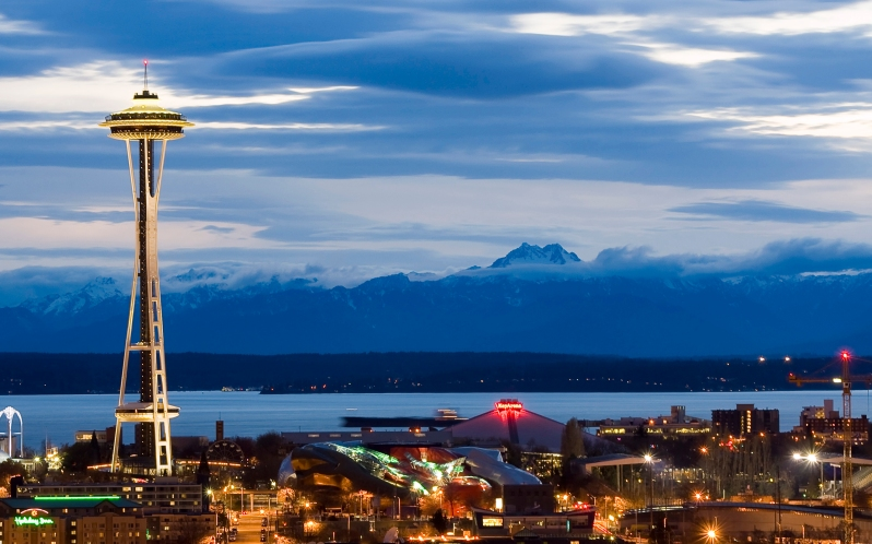 Seattle_Center_as_night_falls